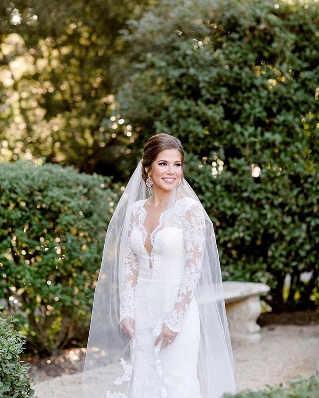 Our #wcw - the sweetest bride there ever was! 👰🏻 #Repost @paperlilyphotography