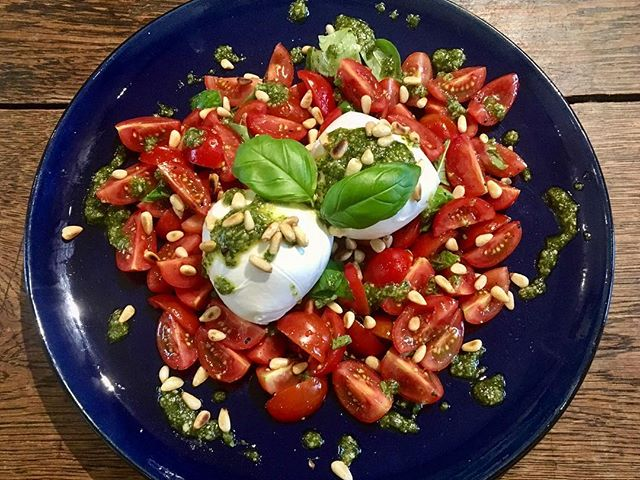 Vine tomatoes, buffalo mozzarella, fresh presto, toasted pine nuts. #nomadicfoodco #foodonlocation #foodforfilm #foodforfashion