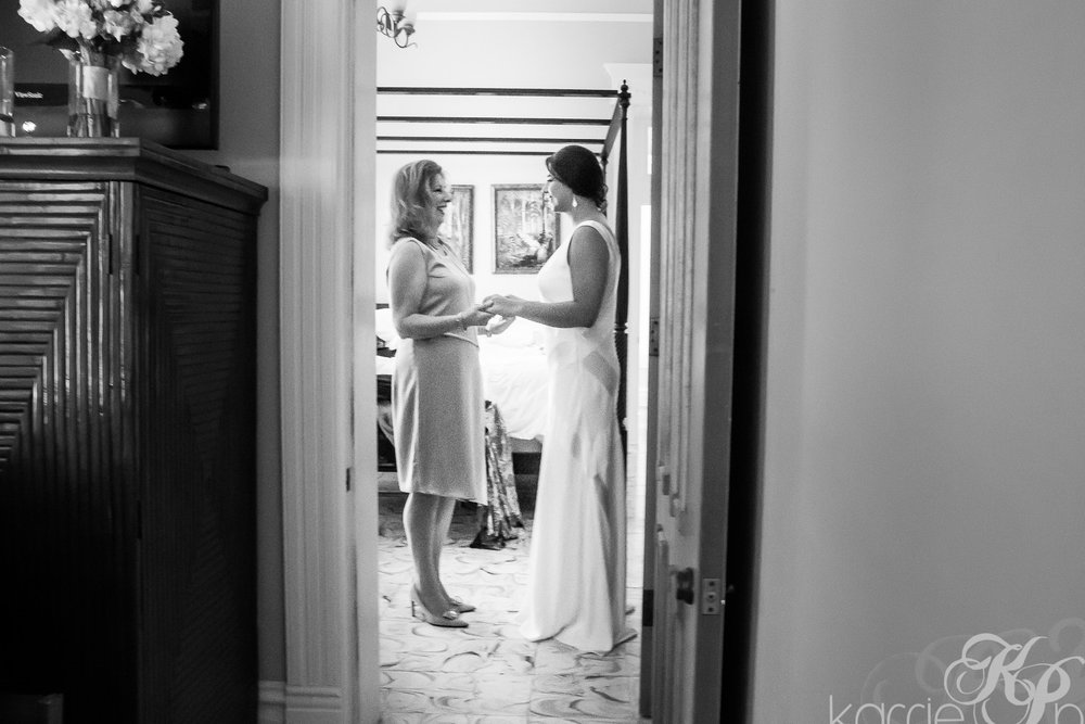 Mother-of-Bride-Encouraging-daughter-on-wedding-day.jpg