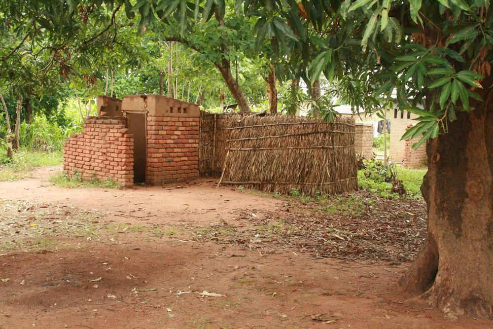 chim - semi-enclosed pit latrine