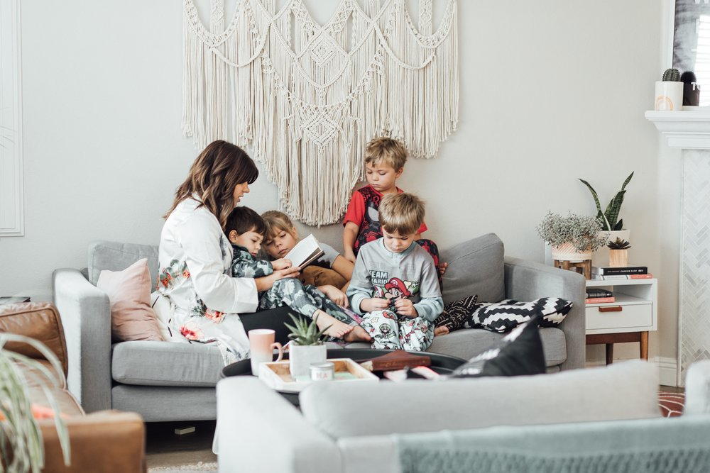 """<p><strong>EP 092</strong>Getting Your Unwilling Family on Board with Minimalism<a href=""""/shownotes/092"""">More →</a></p>"""
