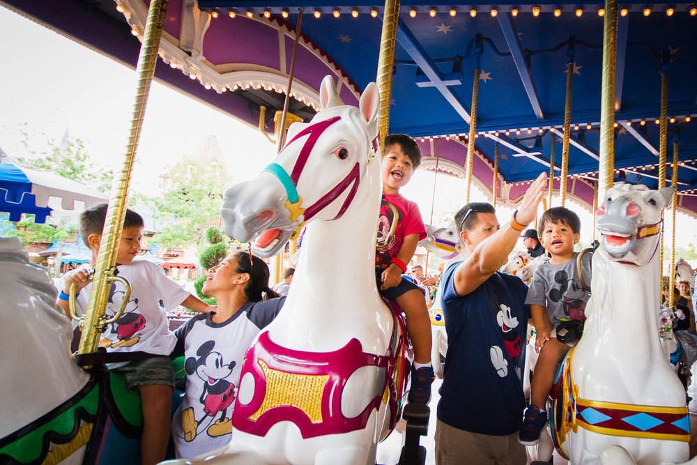 disney documentary photographer / disney family photographer / magic kingdom photo shoot