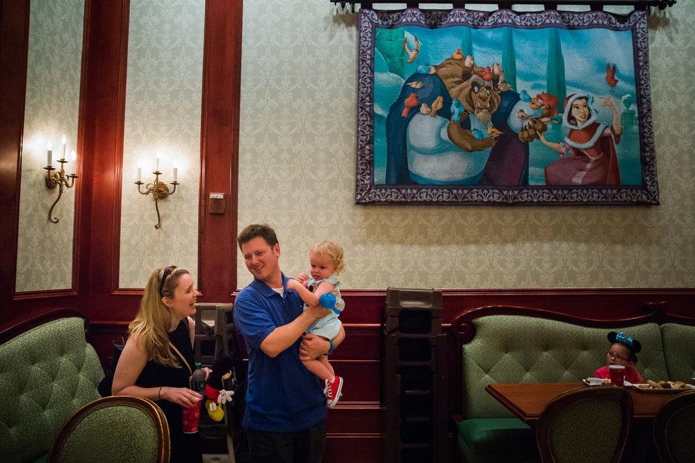 magic kingdom photographer / be our guest restaurant / disney world photographer