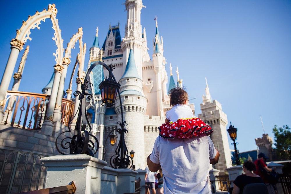 magic kingdom photographer / disney documentary photographer / disney family photographer