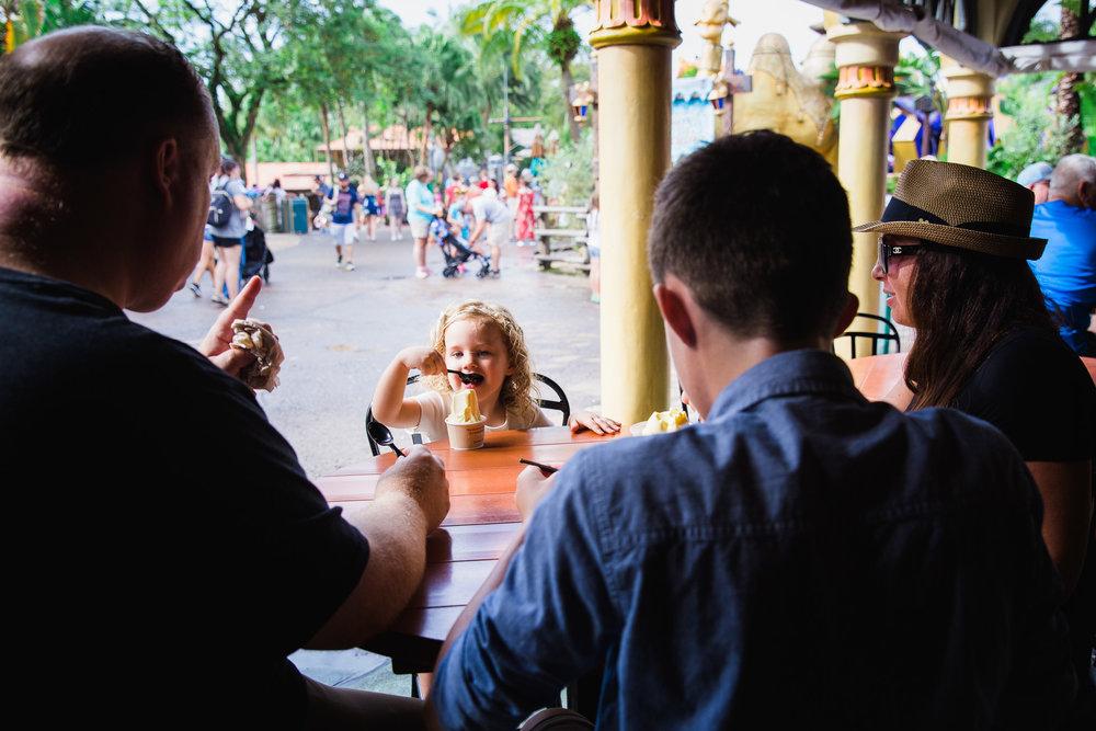 disney documentary photographer / family documentary photographer / vacation documentary photographer