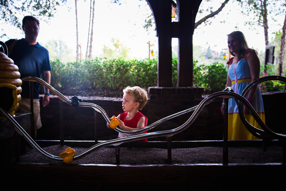 magic kingdom photographer / early morning magic hour / disney family photographer