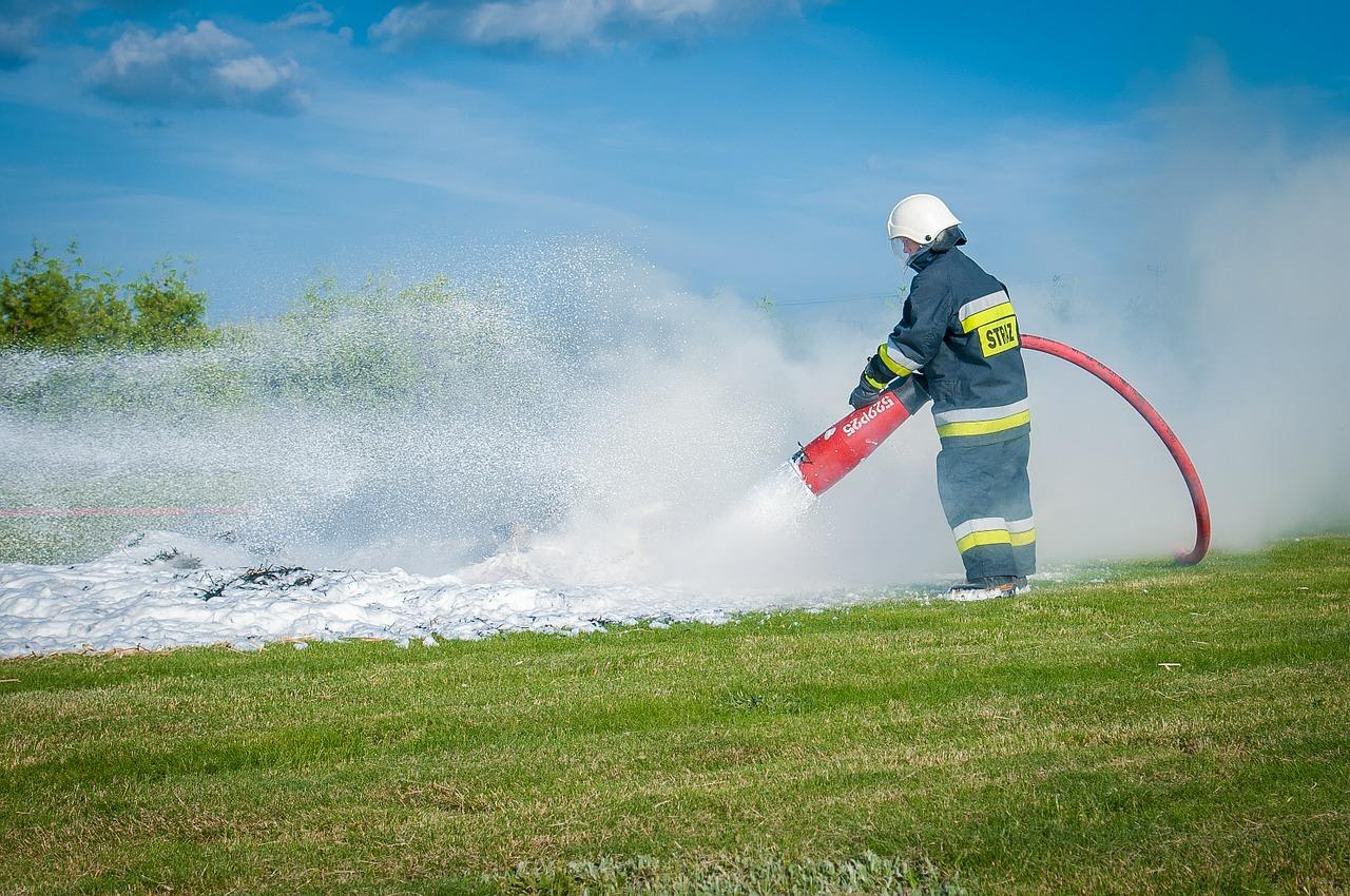 firefighter-484527_1280