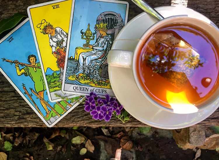 Join the Sacred Circle Tarot Group… - Learn the tarot intensively under the guidance of Jess of BehatiLife!