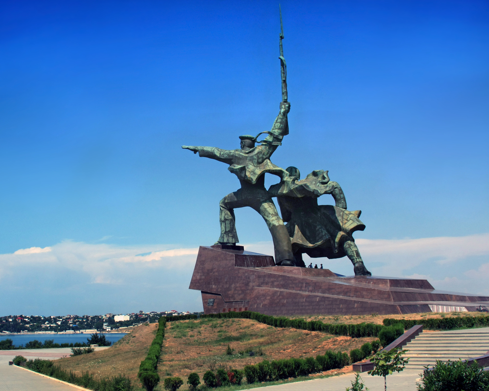 ' Soldier and Sailor  Memorial to Heroic Defenders of Sevastopol' .  Credit: By Aleksander Kaasik (Own work) [CC BY-SA 4.0 (http://creativecommons.org/licenses/by-sa/4.0)], via Wikimedia Commons.
