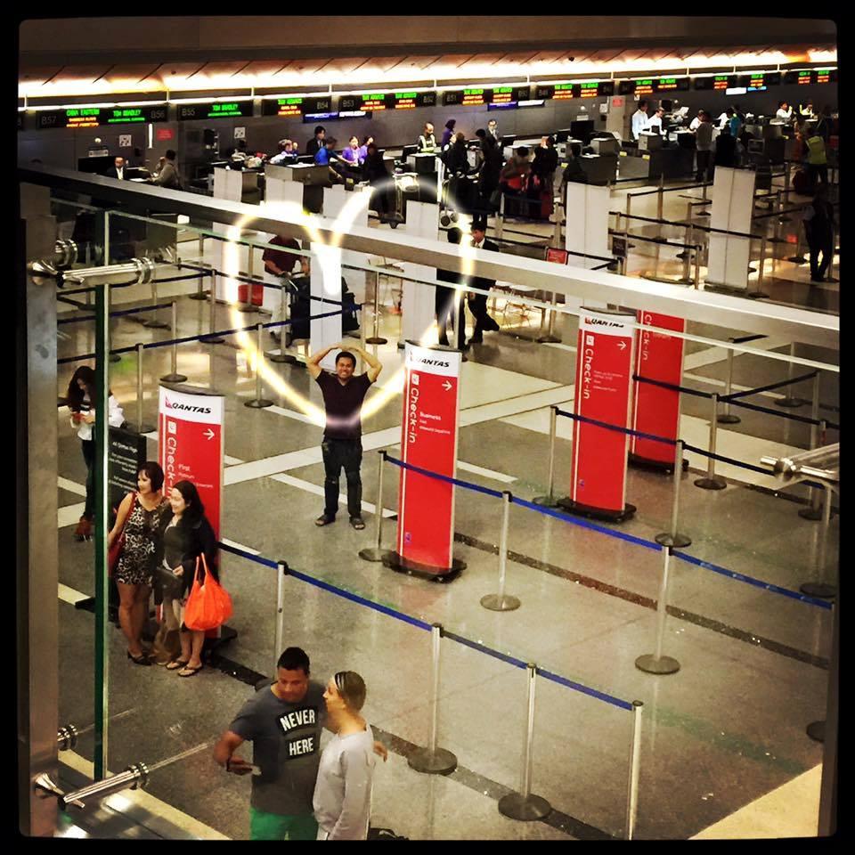 每次在機場的分離都特別難受,要努力忍著眼淚,微笑著揮手。