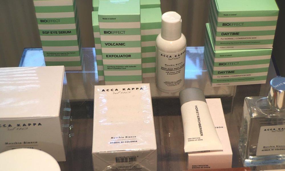 Jana Pákozdi arbeitet mit Decléor und Bioeffect, beides sehr namhafte und beliebte Kosmetik Produkt Linien.