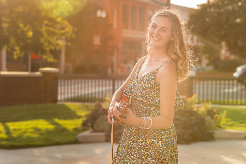 holding-violin-in-the-sun.jpg