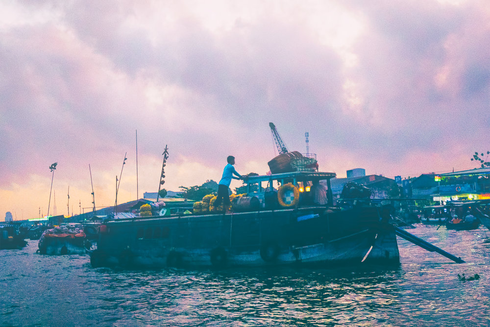 early-morning-floating-market.jpg