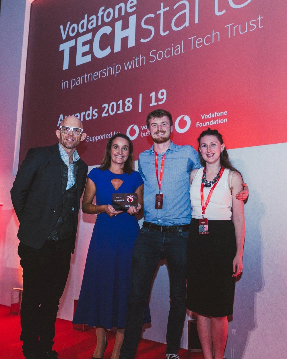 l to r - TV presenter Jason, Bradbury, Anne Sheehan of Vodafone, with Jack Farmer and India Langley of LettUs Grow_f.jpg