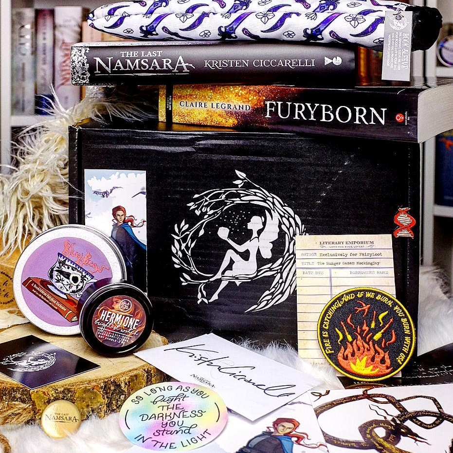 LADIES THAT SLAY - NOVEMBER 2017IMAGE BY @STELLETTE_READSThe Last Namsara by Kristen Ciccarelli with an exclusive coverSigned bookplate and author letterExclusive FairyScoop with author interviewAdvanced Reading Copy of Furyborn by Claire LegrandExclusive Brightest Witch Candle (Flick The Wick)Exclusive Fire is Catching Iron-On Patch (Literary Emporium)Exclusive Blue's Brew Fruit Tea (Bookish Teas)Exclusive Slay Protective Booksleeve (Aunjuli Art)Exclusive Fight The Darkness Sticker (Reverie and Ink)Bonus items: The Last Namsara postcard and button, This Mortal Coil enamel pinWATCH EMMA'S UNBOXING →