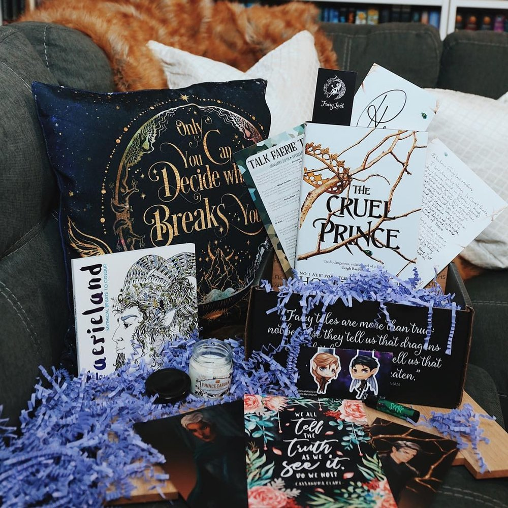 TALK FAERIE TO ME - JANUARY 2018IMAGE BY @OHTHEBOOKFEELSThe Cruel Prince by Holly BlackSigned bookplate, author letter and Prince Cardan Print by MerwildExclusive FairyScoop with author interviewExclusive What Breaks You Pillowcase (Evie Bookish)Exclusive Illyrian Magnetic Bookmarks (Dreamy&Co)Exclusive Prince Cardan Candle (Meraki Candles)Exclusive Seelie/Unseelie Vegan Lip Balm (Geeky Clean)Exclusive Faerieland Colouring Book (Michael O'Mara)Exclusive Rowan and Aelin Art Print (Diana Worak)Exclusive Faerie Quotes (Stella's Bookish Art)WATCH CATRIONA'S UNBOXING →