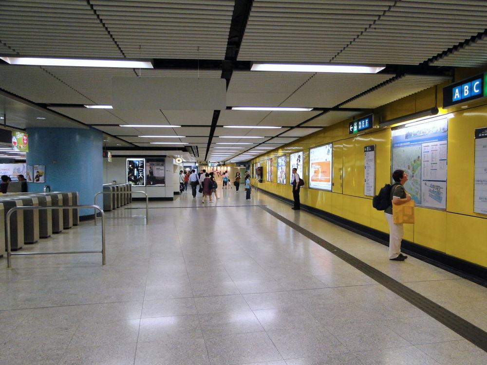 地鐵站舖 -  邊間商業寬頻好?