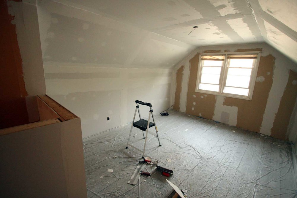 Mudding attic drywall