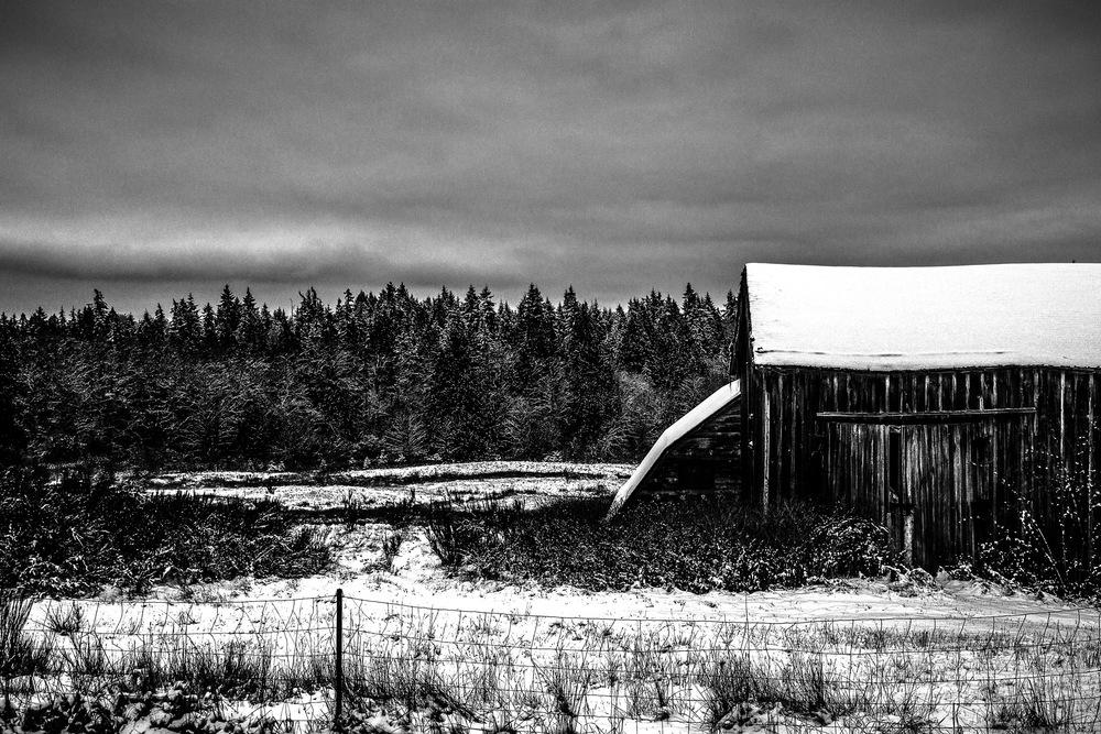 Snowy-Barn---B&W.jpg