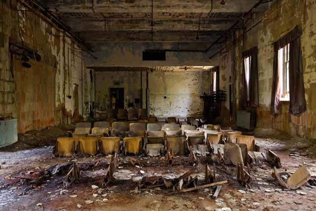 The Kingston Lounge - shot by Richard Nickel, Jr