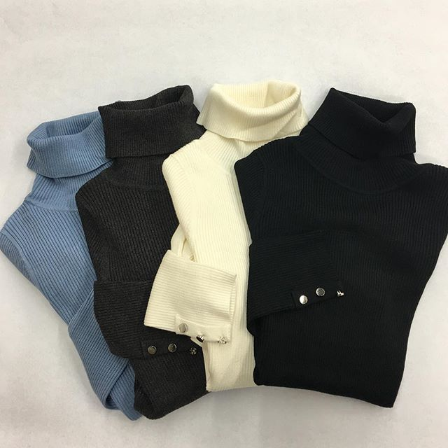 Everyday essential turtleneck, available in light blue, charcoal, winter white and black $45  #womensfashion #womensclothing #womenswear #womensapparel #fall #fallfashion #winter #winterfashion #turtleneck #everydayessential #mississauga #etobicoke #oakville #toronto #gta