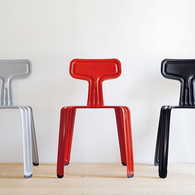 Pressed chair by our fellow Harry Thaler  #Repost @stillfriedwien ・・・ It doesn't come any more toned down than this⠀ made from one single sheet of metal #pressedchair⠀ ⠀ design by #Harrythaler #moormann #furniture #interiordesign #design #europeandesign #designer #furnituredesign #decor #homedecor #throwback #tbt #repost #awesome #stillfriedwien #interior #chair #metal #press #single #color #black #red #white #colorful #awesome