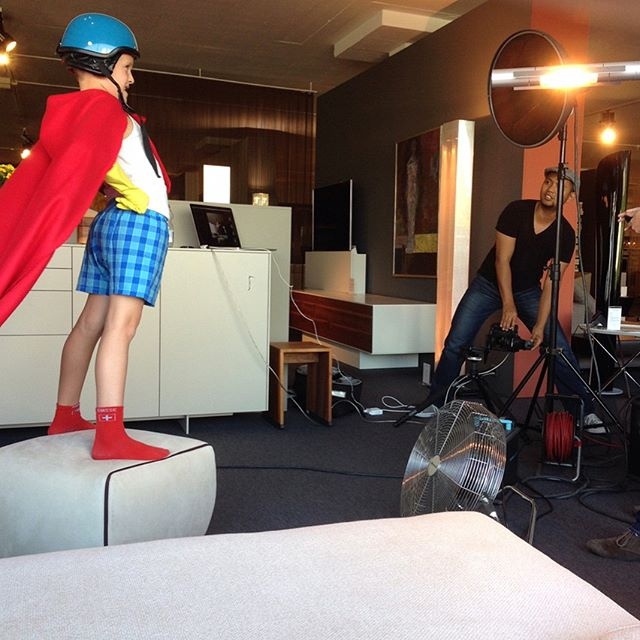BTS. Slide to see the result. #superboy #advertisingphotography #commercialphotographer #cape #campaigns #phaseone #broncolorlighting @kimsokola