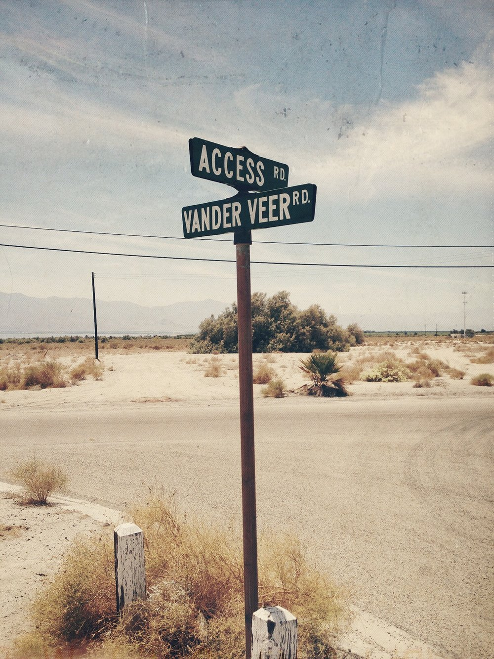 Street sign at Access & Vander Veer Streets, Salton Sea