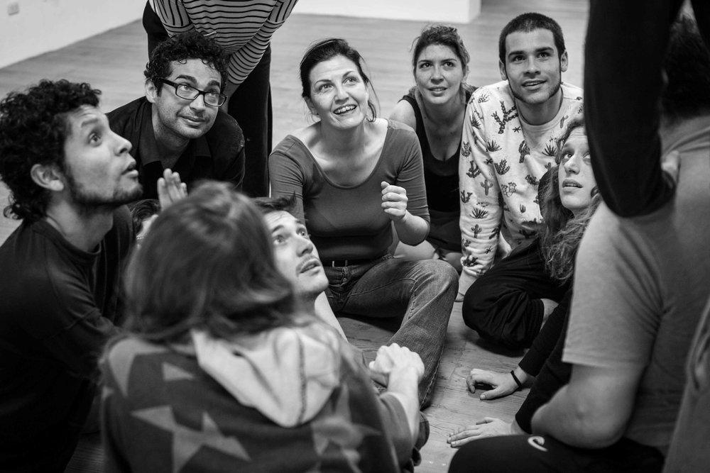 "Laura Silva con un grupo de actores del taller ""Actuar un Shakespeare"" - Setiembre de 2016"