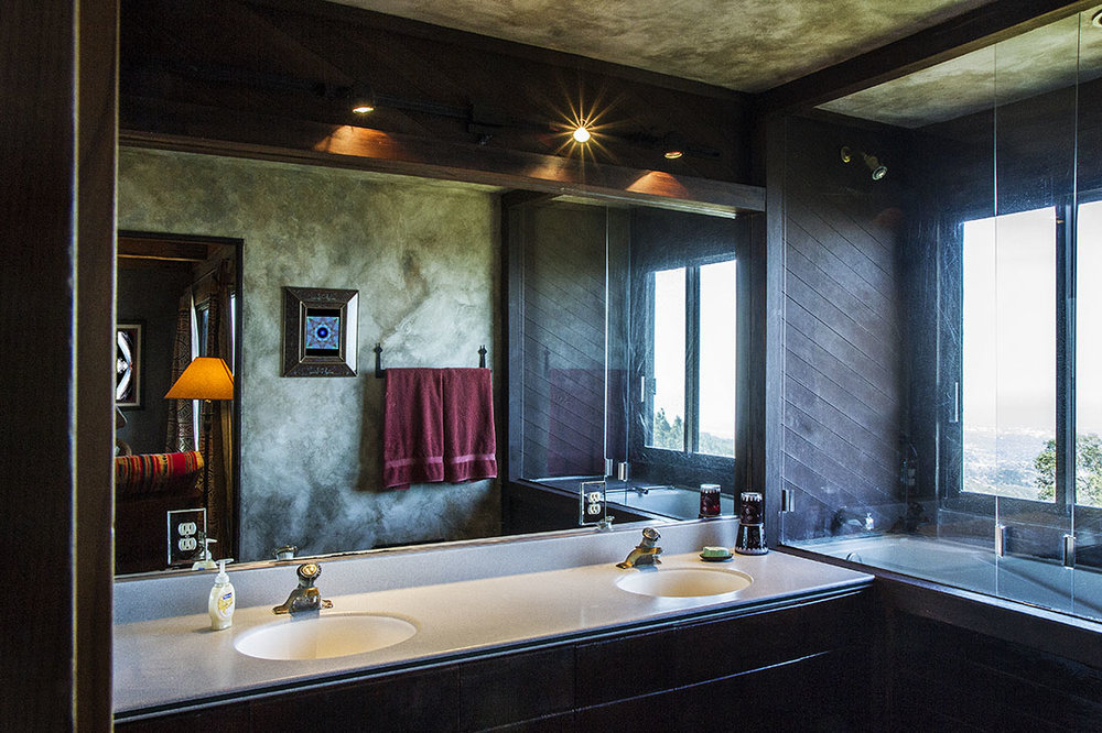 mountain_bathroom_01.jpg
