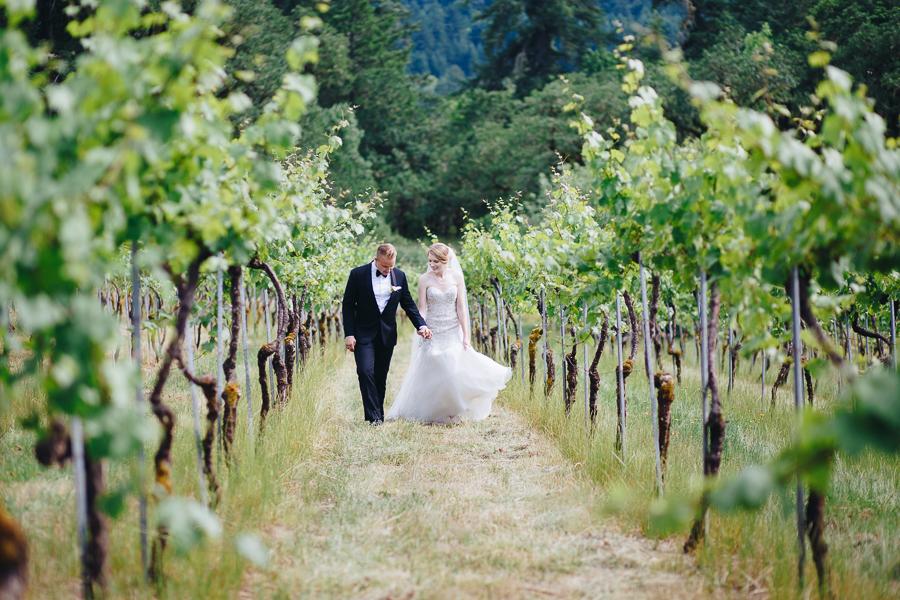 beckenridge-vineyard-oregon-wedding-highlights-7.jpg