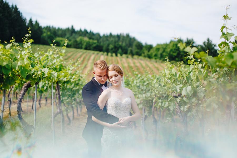 beckenridge-vineyard-oregon-wedding-highlights-8.jpg