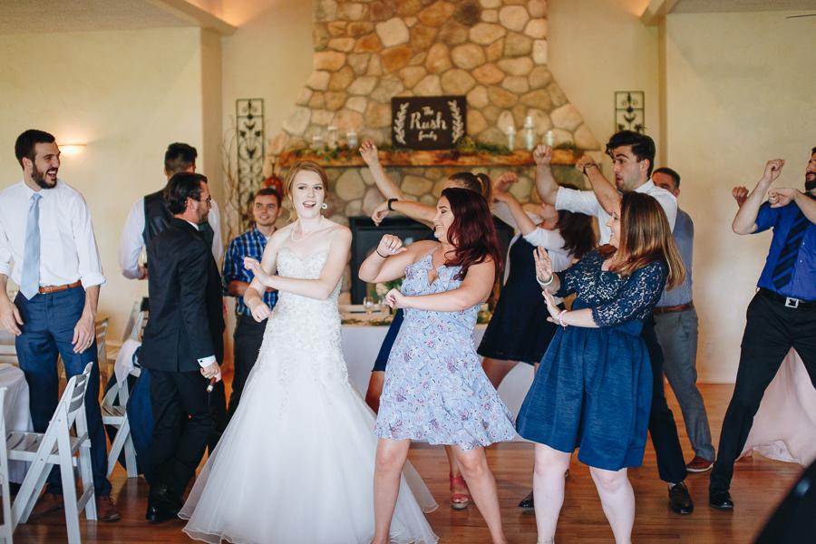 beckenridge-vineyard-oregon-wedding-highlights-12.jpg