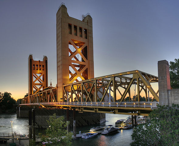 589px-Tower_Bridge_Sacramento_edit.jpg