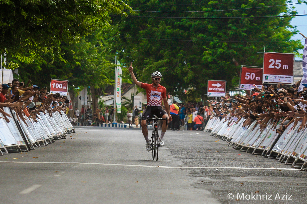 Jason Christie wins stage 3. Image courtesy of Mokhriz Aziz