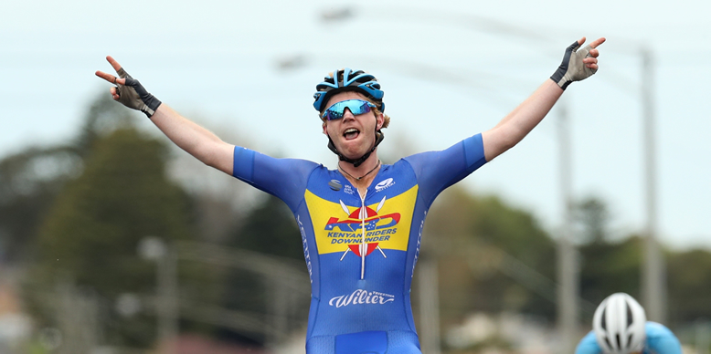 Nathan Elliott declares victory! Image courtesy of Cycling Australia