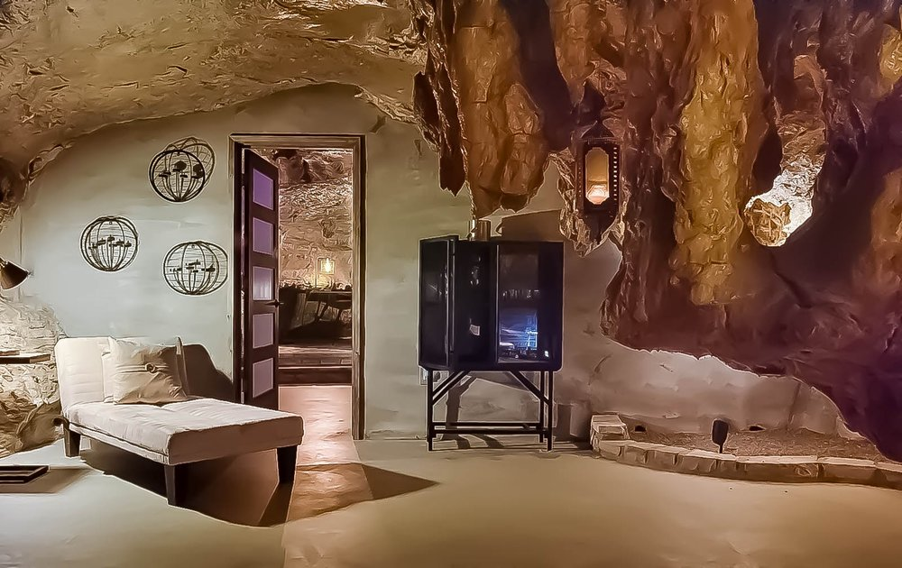 Beckham Hotel cave suite - Nestled into a living cave, this 6,000 sq. ft. lodge features every modern amenity while preserving the natural cave around it.