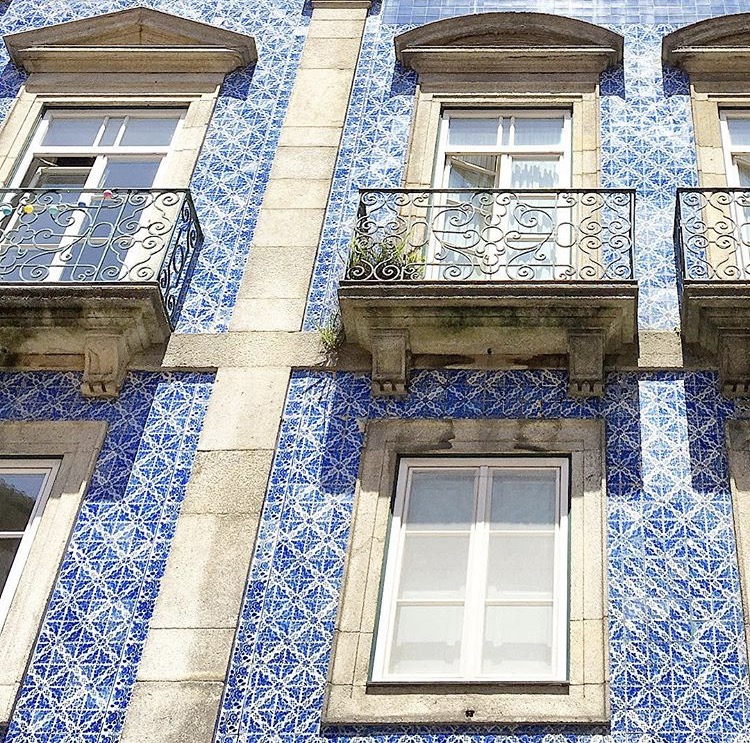 Building facade Porto, Portugal