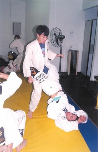 When I was a teenager white belt                Quando era um guri faixa branca