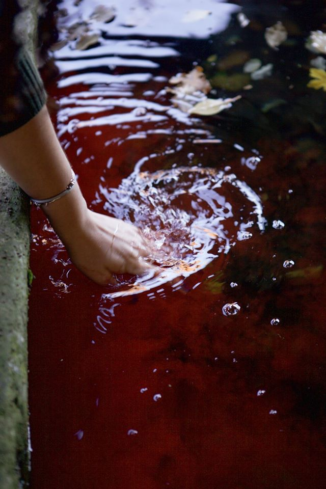 Washing of hands dyes the lavour beautiful red.