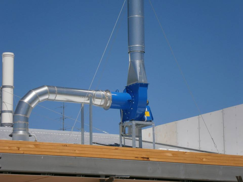 Roof mounted centrifugal fan