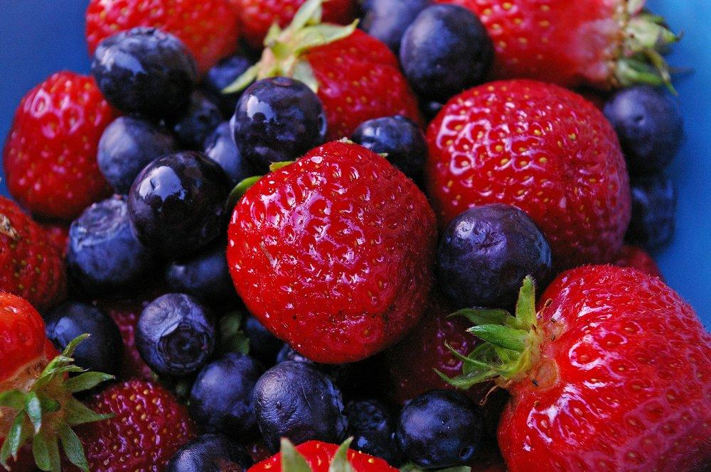 strawberries-2457464_1920.jpg