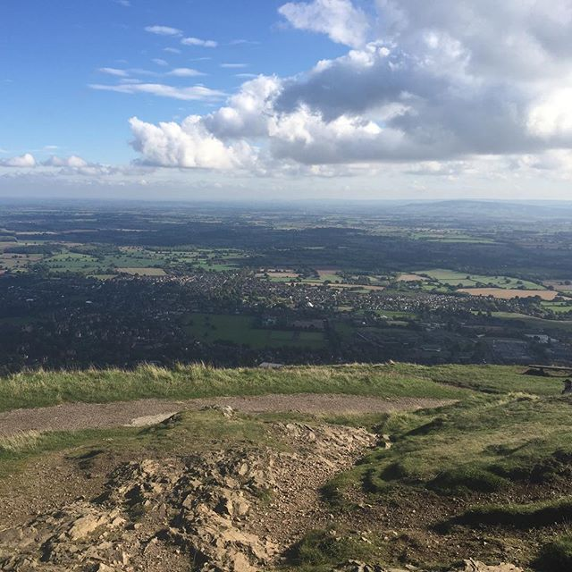 Weekend trail run in the stunning Malvern Hills.... the views made all the climbing worthwhile 🙌  #trail #trailrunning #running #fitness #nature #hills #view #instagram #nofilter #health
