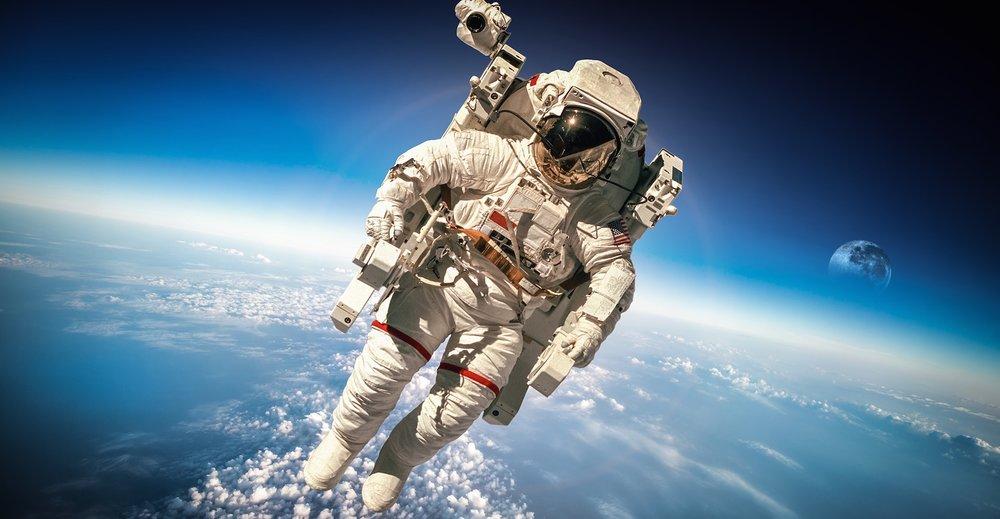 Materialet av karboniserad metall som NASA patenterat används i deras rymddräkter.