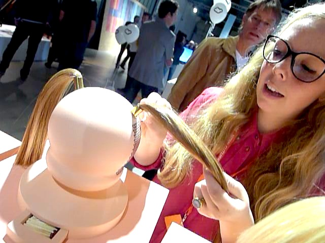 Lieke Brekelmans demonstrates the Doll Heads.