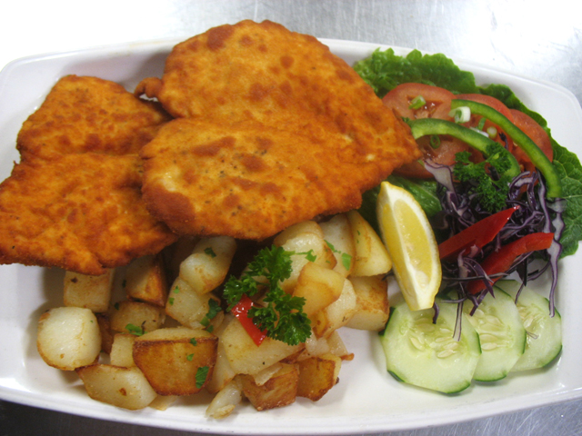 Chicken schnitzel with roasted potatoes