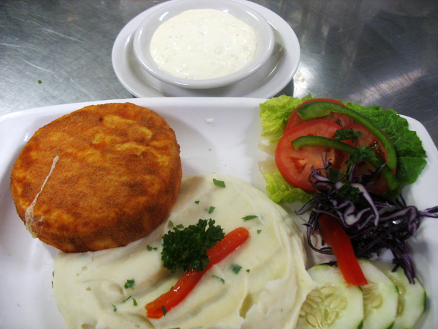 Fried hermelin with mashed potatoes