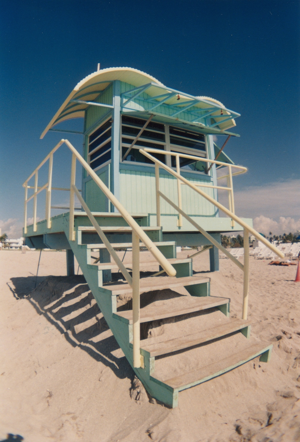 LIFE GUARD STAND 04 A.jpg