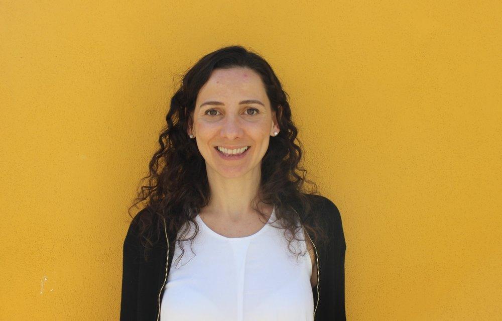 MARIANA SERVIDIO DE CASTRO Com 15 anos de experiência, a Mariana é especialista em planeamento financeiro e controlo de gestão. Trabalhou no setor público, multinacional, pequena e média empresas e startup. Foi analista económica no Conselho Administrativo de Defesa Económica (Brasil), especialista de controlo de gestão na Gás Natural Fenosa (Espanha) e gerente de planeamento financeiro nos hotéis Le Canton (Brasil). Em Portugal é consultora, empreendedora e formadora em cursos de finanças para empreendedores. É licenciada em Economia pela Universidade Federal Fluminense (Brasil), possui um Máster em Regulação Económica pela Universidade de Barcelona e é pós graduada em Gestão Económico-Financeira pela IDEC-Pompeu Fabra (Barcelona).  SUPER PODER -Comprometimento e dedicação