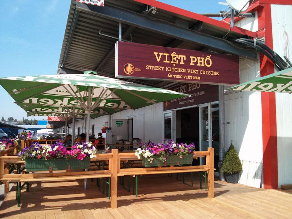 The outdoor terrace at viêt phô. image © viêt phô
